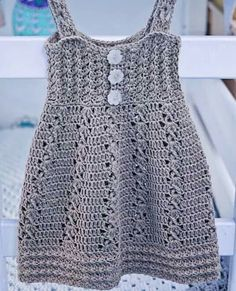 Crochet Girls, Crochet Baby, Crochet Top, Little Girl Dresses, Girls Dresses, Baby Patterns, Crochet Patterns, Baby Sweaters, Crochet Clothes
