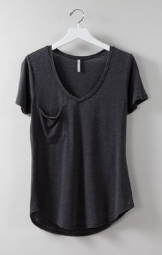 Our Pocket Tee is a comfortable shirt made from our signature burnout fabric. This everyday tee is great for busy women who love to be comfortable. Look Fashion, Autumn Fashion, Fashion Outfits, Womens Fashion, Fashion Tips, Looks Style, My Style, Simple Style, Mode Abaya