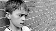 Votre enfant est désobéissant, refuse les contraintes, s'obstine à l'infini, est colérique, susceptible, réfractaire à tout changement qu'il n'a pas lui-même décidé, provoque pour avoir raison ou de l'attention, est négatif, blâme surtout...