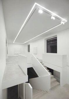 Šedá designová stěrka Architop na podlaze v bíle laděné místnosti. / Gray design coating Architop on the floor in white room.  http://www.bocapraha.cz/cs/aktualita/52/architop-hlazena-betonova-podlaha/