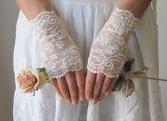 Wedding Gloves IVORY lace wedding accessory fingerless by deLoop, $32.00 #weddinggloves #웨딩글로브