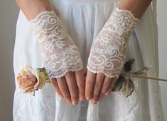Wedding Gloves IVORY lace wedding accessory fingerless by deLoop, $32.00 #weddinggloves #웨딩글로브
