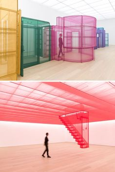 Artist Creates Life-Size Textile Replicas of the Homes He's Lived in Around the World South Korean artist Do Ho Suh has brought his architectural installation to the Netherlands for the first time. Antony Gormley, Installation Architecture, Artistic Installation, Architecture Life, Vitrine Design, Do Ho Suh, Instalation Art, Interactive Installation, Textiles