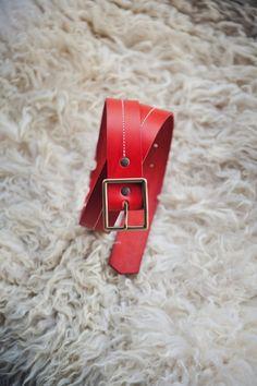 Ceinture en cuir rouge boucle en laiton • Design by George • Cuir Rouge,  Laiton 8206302cb06