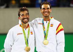 Les Espagnols Rafael Nadal et Marc Lopez sont devenus champions olympiques du double messieurs des Jeux de Rio grâce à leur victoire en finale vendredi contre les Roumains Horia Tecau et Florin Mergea en trois sets (6-2, 3-6, 6-4). Nadal, déjà vainqueur de la médaille d'or en simple messieurs en 2008, a l'occasion de s'en offrir une troisième. Il affronte samedi l'Argentin Juan Martin Del Potro pour une place en finale du simple.