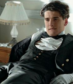 """"""" Julio as he watches Alicia walk out, leaving him alone on the bed. For real.what is wrong with that girl?😋❤️ Grand Hotel and Las Chicas Del Cable on Netflix"""" Spanish Men, Gran Hotel, Mode Vintage, Fine Men, Series Movies, Good Looking Men, Guys And Girls, Hot Boys, Actors & Actresses"""