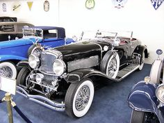 1930 Duesenberg J Walker LaGrande Torpedo Phaeton | By Stahlkocher - Own work, CC BY-SA 3.0