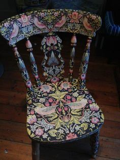 wooden chair decoupage with William Morris design Painted Chairs, Hand Painted Furniture, Art Decor, Decoration, Luis Xvi, William Morris Art, Design Movements, Arts And Crafts Movement, Industrial Furniture