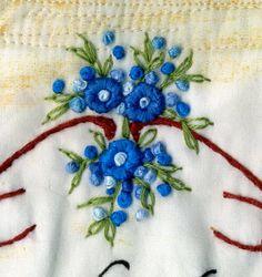 Spiel mit Textil: Stickamazonen und Omas Täschchen