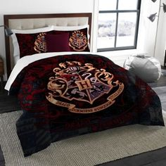 Harry Potter School Motto Twin/Full Bedding Comforter Set - Comes with Comforter and 2 Shams, Multicolor Colchas Harry Potter, Harry Potter Thema, Harry Potter Bedroom, Harry Potter Cosplay, Harry Potter Outfits, Full Comforter Sets, Bedding Sets, Warner Brothers Harry Potter, My New Room