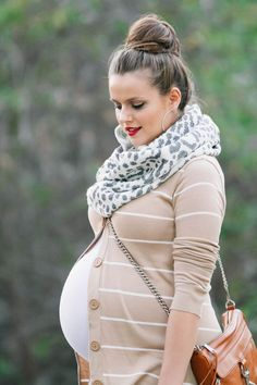 #BumpStyle // Striped Cardigan & Hunter Boots plus a $100 Giveaway | http://BondGirlGlam.com
