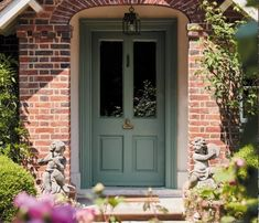Incredible yellow front doors - pay a visit to our short article for additional ideas! Exterior Door Colors, Front Door Paint Colors, Painted Front Doors, House Paint Exterior, Exterior Doors, Interior And Exterior, Paint Colours, House Front Door, House Doors