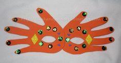 Handprint Mardi Gras Mask for Kids - Basteln Karneval Kinder Mardi Gras Activities, Craft Activities For Kids, Crafts For Kids, Arts And Crafts, Craft Ideas, Theme Carnaval, Carnival Crafts, Masque Halloween, Orange Craft