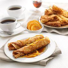 Les crêpes Suzette  Excellent dessert inventé par le maitre de la cuisine française, M. ESCOFFIER, la crêpe suzette est servie et flambée à table depuis plus d'un siècle dans les meilleurs restaurants à travers le monde. Mélange audacieux entre la délicatesse et la simplicité de la crêpe et l'exceptionnelle saveur de l'orange amère, elle enchantera vos fin de repas entre amis, égayera vos cafés gourmands et vous laissera l'irrésistible envie de la déguster de nouveau.