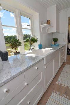 Carrara köksbänk Carrara, Interior Design Living Room, Room Interior, Rustic Kitchen, Kitchen Island, Kitchen Design, Design Trends, Kitchens, Villa