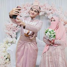 Muslimah Wedding Dress, Muslim Wedding Dresses, Wedding Dress With Veil, Hijab Bride, Wedding Hijab, Wedding Poses, Wedding Couples, Bridesmaid Dresses, Malay Wedding