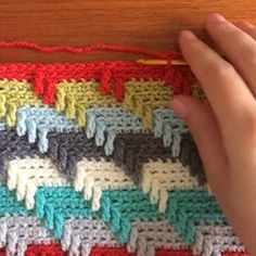 Hey lovely peeps! The weather is absolutely foul here today ☔️Come back sunshine ☀️ I thought seeings as you all loved my baby blanket pics you might like to see a mini video showing you how easy it is to do I hope you like it Pattern @sarahlondon