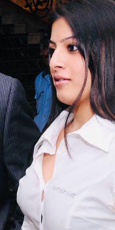 Varalaxmi Sarathkumar Big Melons, Beautiful Indian Actress, Indian Beauty, Indian Actresses, Ruffle Blouse, Actors, Navel, Hot, Sexy
