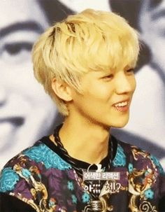 Luhan's face when trying not to laugh. Pfffft (click)