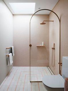 Five shower doors that prove archways are the next big bathroom renovation trends. Five shower doors that prove archways are the next big bathroom renovation trends. Design Scandinavian, Interior Design Minimalist, Minimalist Bathroom Design, Best Interior Design, Modern Minimalist, Shower Storage, Big Bathrooms, Bathroom Showers, Bathroom Small