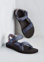 I desire to be old skool and wear these vegan tevas this summer   #vegan #vegetarian #shoes #sandals #summer
