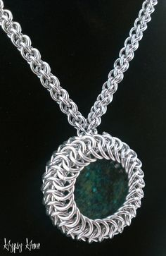 Chainmaille Amulet Necklace with Yellow Turquoise por GypsyGrove