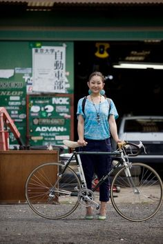 なにわ禁輸うどん♪ — bikesandgirlsandmacsandstuff: (via Body Shop Bicycle Women, Bicycle Girl, Velo Vintage, Female Cyclist, Bike Photo, Cycling Girls, Cycle Chic, Types Of Girls, Bike Style