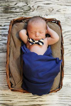 newborn pic idea for Huddy @Trish Papadakos Papadakos - DAiSYS & dots Schoor :-)