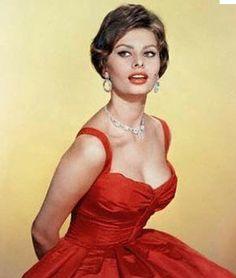 Beautiful neckline, Sophia Loren