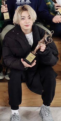 Jungkook Hot, Foto Jungkook, Bts Taehyung, Foto Bts, Bts Photo, Bts Korea, Bts Lockscreen, Bts Boys, Bts Pictures