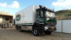 #Arocs 1830 4x4. Met 80 trucks in eigendom is het wagenpark van 2W Logistiek B.V. goed vertegenwoordigd in Zeeland. De strandtenten zijn er op de meeste plekken alleen bereikbaar vanaf de waterkant. Dat bemoeilijkt het bevoorraadproces van de 50 strandtenten die de Zeeuwse kust telt.
