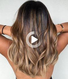 #22: Medium Hair with Copper and Beige Highlights These tresses boast endless shades to admire. The trick to this 'do is using shades that suit your skin undertone and blending high contrast colors through transitioning hues like caramel and copper in this example. Ash Blonde Balayage, Hair Color Balayage, Trends 2018, Medium Hair Styles, Curly Hair Styles, Beige Highlights, Skin Undertones, Star Wars, Makeup Salon