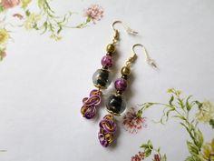 533 - Boucles d'oreilles pendantes, marron, rose, dorée, perles, breloque fil aluminium : Boucles d'oreille par tout-en-boucles