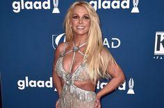 Continua la battaglia di Britney Spears per togliere potere al papà Jamie; nell'udienza di ieri ha detto la sua anche la madre della star The post Britney Spears non si esibirà più finché il padre controllerà la sua carriera appeared first on Billboard Italia. Britney Spears, Crop Top And Shorts, Crop Tops, Up Hairstyles, Christening, Las Vegas, Hollywood, Singer, Mom