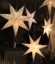 christmas tree star DIY : Learn to Make Christmas Paper Star Lights for Tree Decoration (Tutorial) - Craft Diy Christmas Star, Swedish Christmas, Christmas Paper, Christmas Crafts, Christmas Trees, Paper Star Lights, Paper Stars, Outside Christmas Decorations, Star Diy