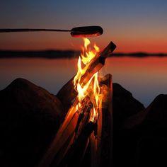 Tänään tulilla tunnelmoimassa! #tulilla #nuotiomakkara #camping #campfire #eräjormailua #olympus #omd