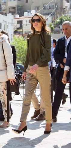30 March 2016 - Queen Rania while visiting the Amman Design Week venue