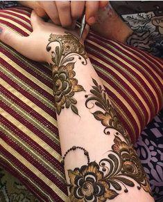 Henna Design By Fatima Latest Henna Designs, Floral Henna Designs, Indian Henna Designs, Henna Designs Feet, Modern Mehndi Designs, Latest Mehndi Designs, Hena Designs, Khafif Mehndi Design, Dulhan Mehndi Designs