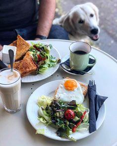"""769 kedvelés, 2 hozzászólás – Breakslow-Find Fast.Enjoy Slow (@breakslow_budapest) Instagram-hozzászólása: """"M🐶rning🐾🍳☕️ 📍 @cafe.panini 📸 @agiiiiii #breakslowbudapest #imadokreggelizni #mutimitreggelizel…"""""""