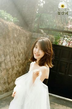 Haircut korean women 28 New ideas Iu Short Hair, Korean Short Hair, Short Hair Cuts, Iu Hair, Medium Hair Cuts, Medium Hair Styles, Long Hair Styles, Trendy Haircuts, New Haircuts