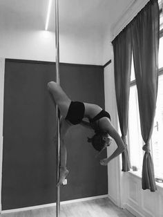 Pole art Source by bubbelbu Pole Fitness, Training Fitness, Pole Dancing Fitness, Quotes Fitness, Fitness Motivation, Aerial Silks, Aerial Yoga, Fitness Transformation, Fitness Inspiration