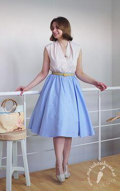 EN Skirt: made by me, Burda Vintage - Capri Cotton blouse: made by me, Burda 9/2011 - #128 Sandals: Deichman Medicus Leather belt: vintage Brooch: vintage Bag: a gift from Lena