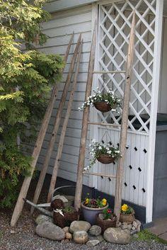 Saimme putiikille lähetyksen heinäseipäitä Päivärinteen tilalta Vieremältä. Kauniisti kuluneet seipäät ovat hieno sisustuselementti ihan sel... Dream Garden, Garden Art, Home And Garden, Outdoor Plants, Outdoor Gardens, Outdoor Decor, Unique Gardens, Garden Structures, Garden Gifts