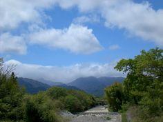 菰野町吉沢地区 吉沢橋より御在所岳を望む。 平成25年5月1日撮影