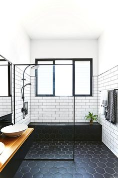Luxury Black and White Bathroom Ideas 10
