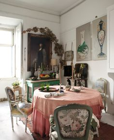 It's charming and it's quaint and it's oh so pretty. Here's todays dreamy home inspiration, enjoy.           via: defiantely       ...
