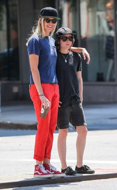 Pin for Later: Ellen Page and Her Artist Girlfriend Take a Sweet Stroll Through NYC