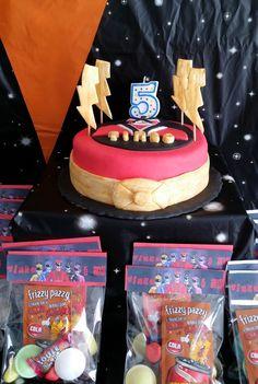 gateau anniversaire power rangers Gateau Power Rangers, Power Rangers Dino, Birthday Cake, Birthday Ideas, Bubble, Deco, Party, Desserts, Gold Paint