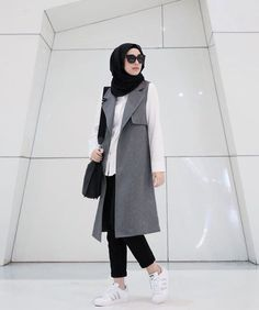 Hijab outfit with long vest! Hijab Casual, Hijab Chic, Casual Chic, Dress Casual, Islamic Fashion, Muslim Fashion, Modest Fashion, Trendy Fashion, Trendy Style