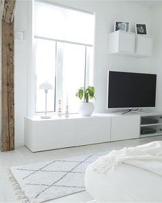 Ikea 'Besta' units & 'Valje' box shelves @hannenov